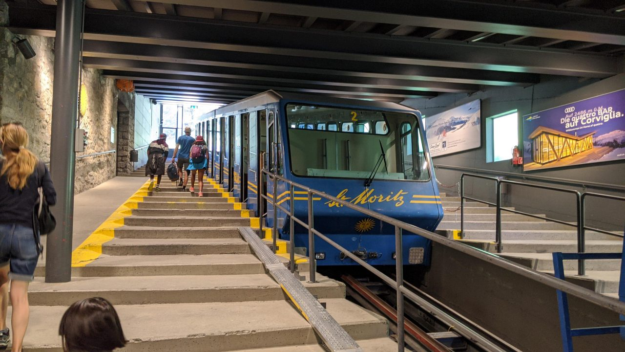 St.Moritz(サンモリッツ)への電車